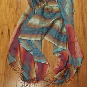 Gorgeous flowing scarf/wrap